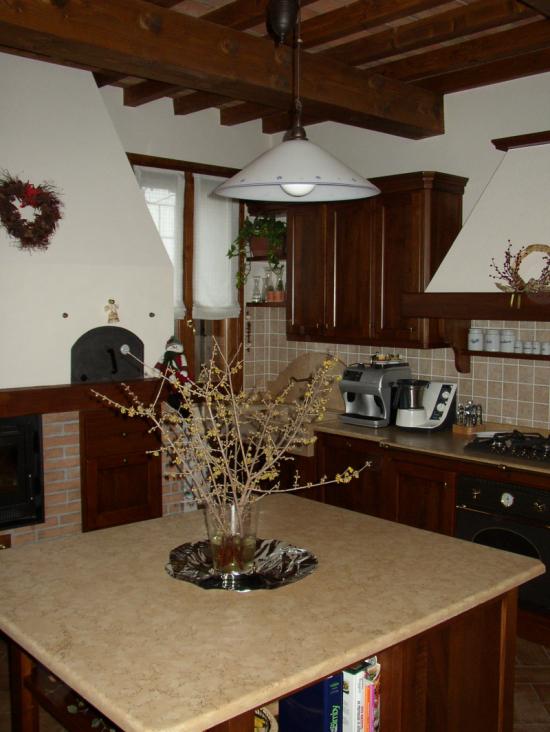 Cucina in noce stile arte povera arredo casa fvg - Mensole per cucine ...